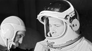 Crónica de la primera caminata espacial entre naves realizada por cosmonautas rusos