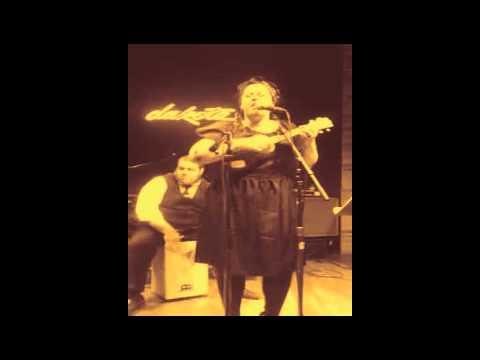 Davina and The Vagabonds - Bee Sting