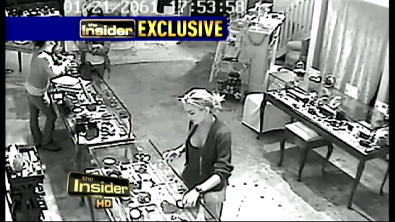 Does security camera surveillance show lindsay lohan stealing jewelry