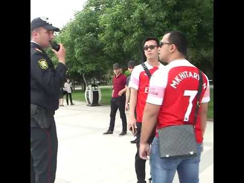 Полиция Баку остановила фанатов Арсенала в футболках Мхитаряна