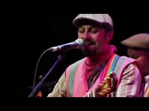 The Lancashire Hotpots - Chippy Tea Live (with lyrics)