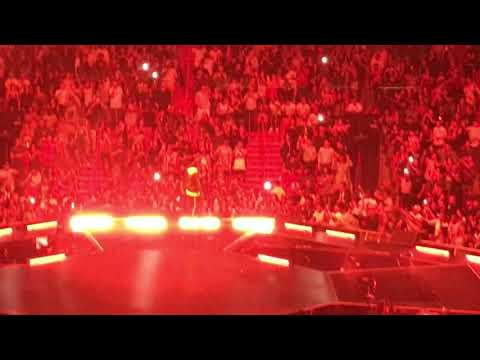 Jay-Z - Give It 2 Me (I Just Wanna Love Ya) (Live at the American Airlines Arena in Miami)