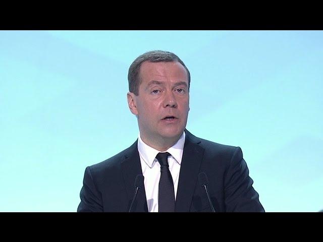 Медведев пообещал увеличить программу кредитования малого бизнеса