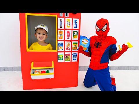 Влад и Никита наряжаются в костюмы и играют - Коллекция видео для детей