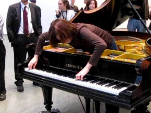 MOMA - Crazy piano player - YouTube