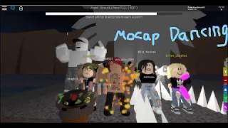 We dancing in front of a statue (Mocap Dancing Roblox)