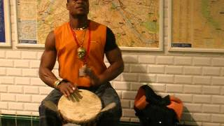 African Djembe Rocker in Paris Subway