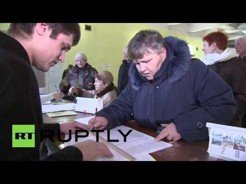 Ukraine: Simferopol residents flock to vote for future of Crimea