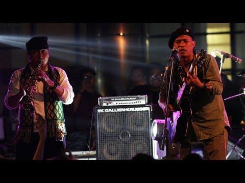 Saat Wakil Ketua KPK, Saut Situmorang Berkolaborasi Bersama Grup Musik Punk Marjinal