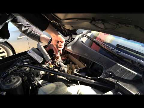 BMW 645Ci E63 27a0 fan electronics box - YouTube