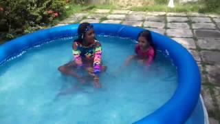 Video Brincadeira na piscina Sofia e Sara. download MP3, 3GP, MP4, WEBM, AVI, FLV Agustus 2018