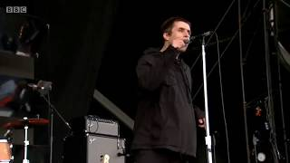 Liam Gallagher singing Don't Look Back In Anger (Oasis)