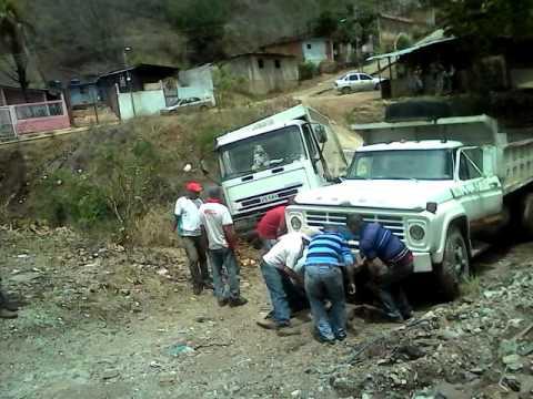 Camiones atascados en fango