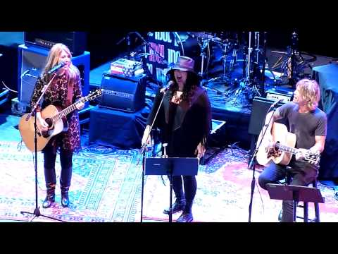 "Heart - ""Dead Flowers"" (Rolling Stones cover) - Live at Club Nokia"