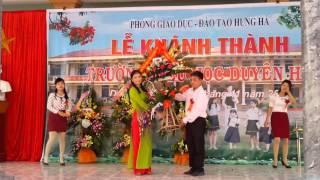 Các đoàn đại biểu tặng hoa