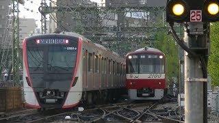 平日朝の京急本線品川駅(字幕入り)