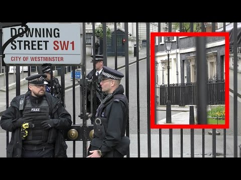 Heavily guarded 10 Downing Street London 2017 - Prime Minister's Office - schwer bewacht