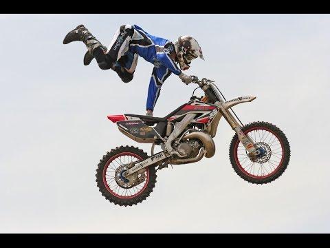 Dangerous Bike Stunts 2017 | Yamaha Bike stunts | Amazing Bike stunts 2017 street food