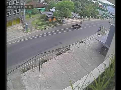 kelekaan terjadi di kota Lubuk Linggau terekam cctv