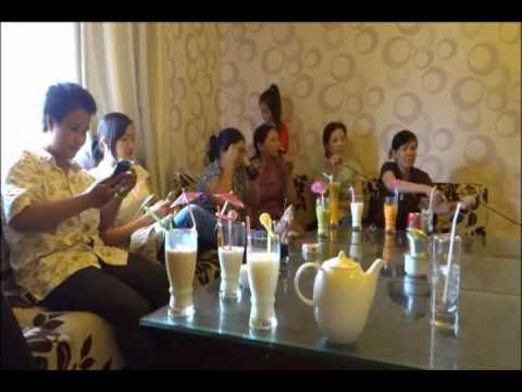 CAC CHUYÊN VIÊN  MASSAGE+CHÂM CỨU CỦA PHONG CHẨN TRI TỊNH XÁ NGỌC UYỂN HÁT KARAOKÊ CLP 1