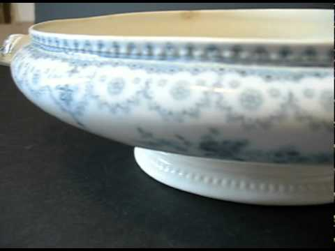 Johnson Brothers Dorothy Oval Covered Vegetable Bowl