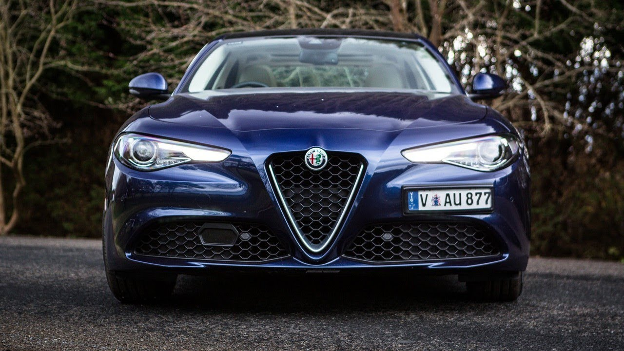 2018 alfa romeo giulia super review youtube. Black Bedroom Furniture Sets. Home Design Ideas
