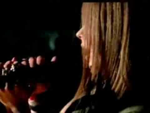 Avril Lavigne - Keep Holding on [music video]