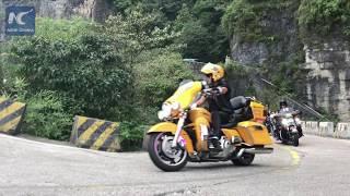 300 daredevils race on Tianmen Mountain