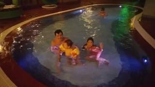 Вечернее плавание в бассейне в Sherwood residence в Хошимине 14 января продолжение