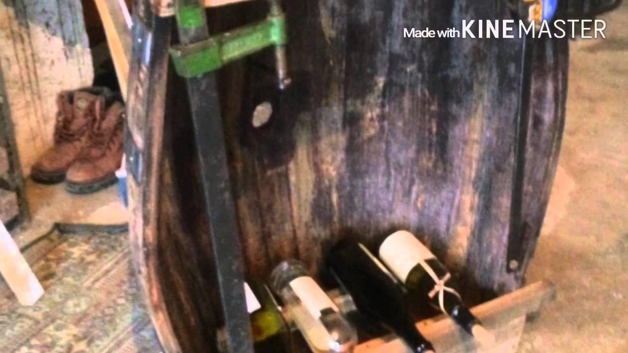 Come costruire tavolo di legno e cantina vini con una botte faidate youtube - Costruire un portabottiglie in legno ...