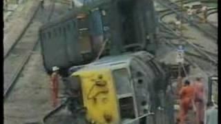 50025 Invincible West Ealing 1989 derailed