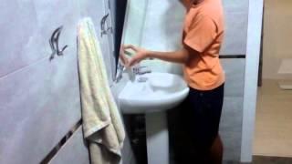 Монтаж зеркала над раковиной, в ванной комнате.(Установка зеркала заняла не мало времени, собиралась подетально, собственноручно. Это зеркало на сегодняшн..., 2014-08-19T19:40:32.000Z)