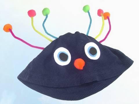 7c9beb43e261d Como reciclar una camiseta para hacer un sombrero ...