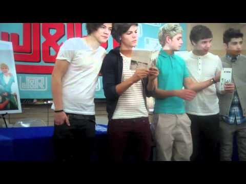 ONE DIRECTION CD Signing in NYC! Part 1