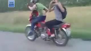 v s mobiСамые невероятные мото приколы и случайные трюки на русских мотоциклах
