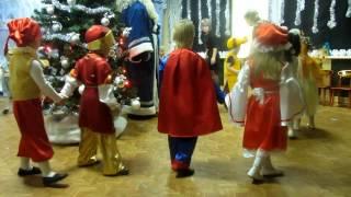 Новогодний утрнник в детском саду. Младшая группа дети 3   4 года.  Дёма супермен
