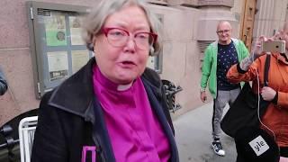 Irja Askola tapaa Kai Sadinmaan jalkapuussa