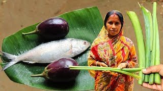 Bangali Style Ilisher Jhol Recipe with Arum Stem & Brinjal | Indian Village Cooking
