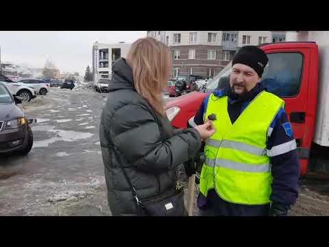 Жители убирают на Гжатской