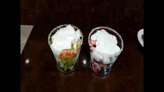 Очень вкусный фруктовый салат с йогуртом.