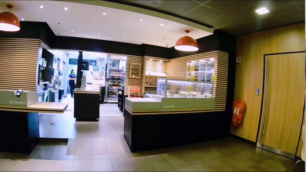 #法国巴黎亲子游# 法国麦当劳餐厅的儿童套餐长啥样?#世界麦当劳打卡#