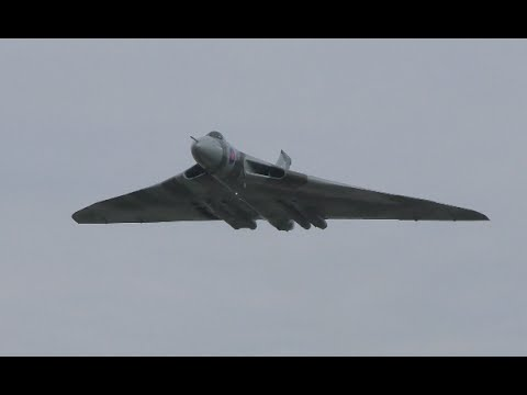 Emotional final flypast Vulcan Bomber XH558 at Farnborough Airport | 4K Video