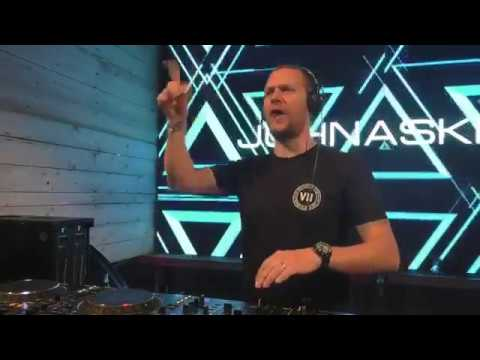 John Askew live Luminosity Beach 2017