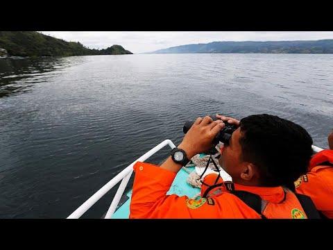 البحث تحت مياه بحيرة توبا عن 180 مفقودا عقب غرق عبارة في إندونيسيا …  - نشر قبل 4 دقيقة