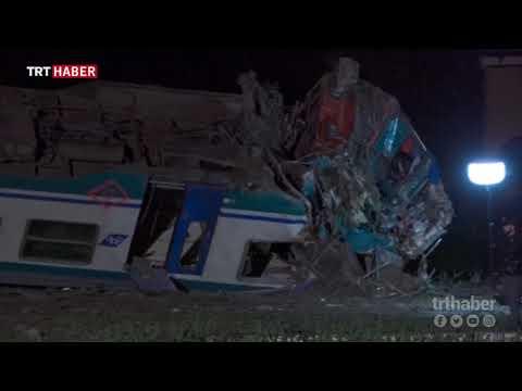 İtalya'da tren kamyonla çarpıştı: 2 ölü