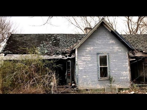 Abandoned House, plenty left behind!