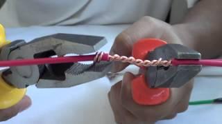Emenda em derivação com fios sólidos.