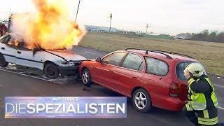 Schock für die Feuerwehr: Unerwartete Explosion bei Autobrand | Die Spezialisten | SAT.1 TV