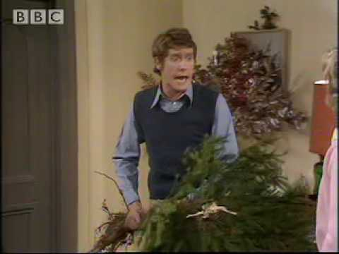 Christmas tree disaster! Some Mothers Do Ave Em - BBC classic comedy