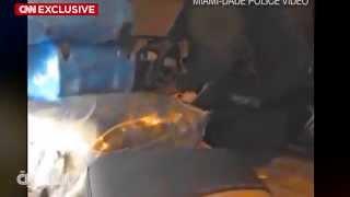 فيديو حصري لعمال يسرقون من حقائب ركاب الطائرات